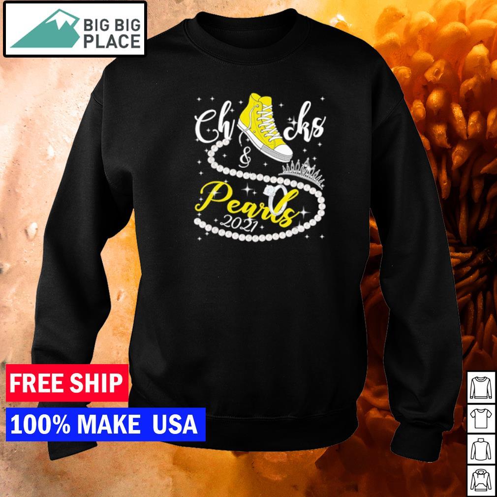 Yellow converse chucks and pearls 2021 Kamala Harris s sweater